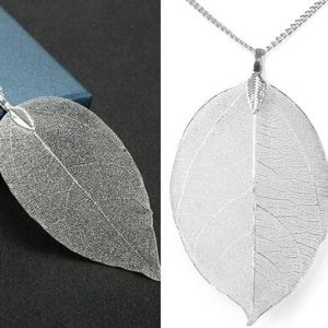 NWT Silver Large Leaf Pendant Necklace w/ Chain